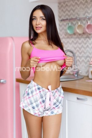 Huda rencontre dominatrice escort girl